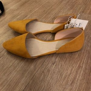 Mustard yellow pointed flats
